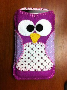 My handmade owl shaped phone sleeve. Fui eu quem fiz :)
