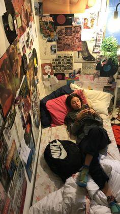 Room Ideas Bedroom, Bedroom Inspo, Bedroom Decor, Punk Bedroom, Hippie Bedrooms, Indie Room, Comfy Room Ideas, Chill Room, Decorating Rooms