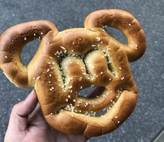 All the foods you need to try at Disney! Disney Food, Onion Rings, Pretzel, Mickey Mouse, Foods, Ethnic Recipes, Food Food, Disney Dining, Food Items