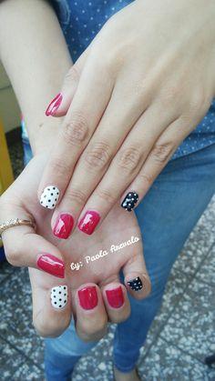Uñas gelish rojo, negro y blanco con diseño de puntos