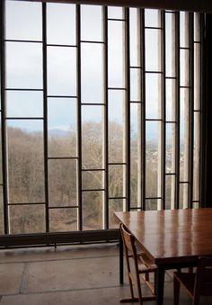 Sainte Marie de la Tourette by Le Corbusier - amazing architecture! Detail Architecture, Interior Architecture, Interior And Exterior, Interior Design, Environmental Architecture, Bauhaus Architecture, Amazing Architecture, Le Corbusier, Modernisme