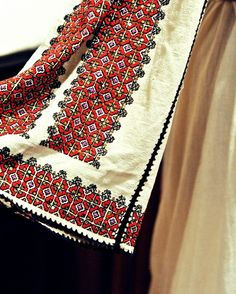 Take the Romanian Traditional Folk Embroidery, Learn Embroidery, Embroidery Stitches, Embroidery Patterns, Stitch Patterns, Embroidery Techniques, Traditional Fashion, Traditional Outfits, Palestinian Embroidery