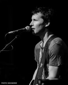 Who looks this good in a t-shirt like that ? James Blunt of course. Live Music, My Music, Music Stuff, James Hillier, James Blunt, Are You Not Entertained, Billie Joe Armstrong, Neo Soul, One Republic