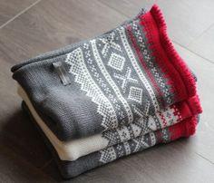 Lite pledd i Mini Duett – Tid Til Overs Mini, Messenger Bag, Satchel, Silver, Knitting Machine, Baby Blankets, Weddings, Threading, Baby Afghans