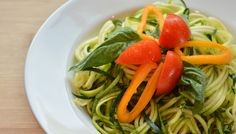 Leichte Zucchini-Nudeln #zucchini #noodles #healthy #diet #food #summer #recipe