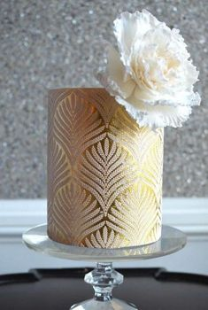 Fantastic Elegant Gold Wedding Cake You Need to See ~ Strike an upscale tone with a chic wedding color palette. A delicate combination of pale pink, black, blue, red or other your favorite color Gorgeous Cakes, Pretty Cakes, Cupcakes, Cupcake Cakes, Wedding Cake Designs, Wedding Cakes, Gold Leaf Cakes, Elegant Wedding Colors, Bolo Cake