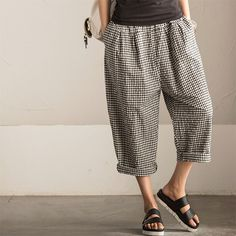 """Art Causel Black White Grid Wide-legged Pants Linen Causel Women Clothes K988A Clothes will not shrink,loose Cotton fabric, soft to the touch. *Care: hand wash or machine wash gentle, best to lay flat to dry.*Material: Cotton  Weight:340g*Colour:Photo colour*Model size: Height/Weight: 169cm /45kg W/H(cm):57/84          Height/Weight: 162cm/45kg W/H(cm):67/87 *Measurement(It can fit size M,L well.)Length: 83 cm / 32""""Waist: 64-8..."""