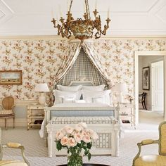 Lindsay (@lmwdecor) • Instagram photos and videos Traditional Bedroom Decor, Traditional Interior, Beautiful Bedrooms, Beautiful Interiors, Southern Cottage, Southern Homes, Southern Living, Southern Style, Greek Revival Home