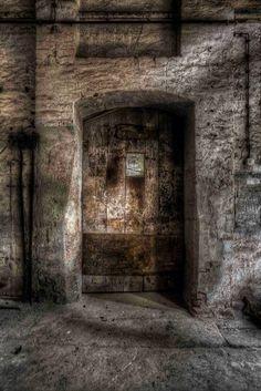 Urbex door