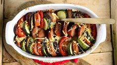 Makkara-kasvisvuoka Feta, Ratatouille, Tofu, Ethnic Recipes, Drinks, Summer Pasta Salad, Mustard Dressing, Macaroni, Drinking