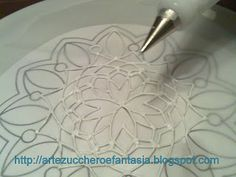 Arts, sugar and fantasy: Making doilies, lace or lace royal icing Cake Decorating Techniques, Cake Decorating Tutorials, Cookie Decorating, Cookie Tutorials, Fondant Cupcakes, Cupcake Cakes, Icing Frosting, Fondant Icing, Royal Icing Transfers