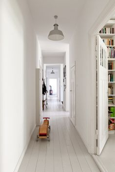 my scandinavian home: A cool pared-back Berlin apartment Painted Wooden Floors, White Painted Floors, Painted Floorboards, White Wooden Floor, White Floorboards, Grey Wood Floors, Grey Flooring, Wooden Flooring, Painting Wood Floors