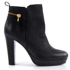 """Öfter hohe Schuhe tragen und den erhöhten Standpunkt genießen, auch wenn es keinen """"speziellen"""" Anlass gibt!"""