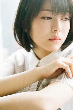 浜辺美波 Short Hair With Bangs, Girl Short Hair, Hairstyles With Bangs, Short Girls, Short Hair Styles, Asian Cute, Beautiful Asian Girls, Simply Beautiful, Beautiful Women