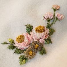 Hand Embroidery Patterns Flowers, Simple Embroidery, Hand Embroidery Stitches, Silk Ribbon Embroidery, Hand Embroidery Designs, Wool Applique, Embroidery Applique, Snowflake Quilt, Brazilian Embroidery