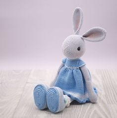 In this article, amigurumi bunny free patterns, knitting toy models are waiting. You can find everything you want about Amigurumi. Bunny Crochet, Knitted Bunnies, Crochet Teddy, Cute Crochet, Crochet Patterns Amigurumi, Crochet Dolls, Little Doll, Bunny Rabbit, White Dress