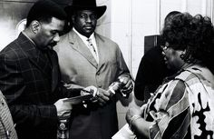 @Steve Harvey signs autographs on Kings of Comedy Tour