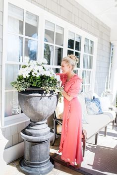 My yard is a work of art. But some planters just weren't keeping my plants alive! I resorted to planting fake flowers outside and was shocked by how pretty they looked! This silk flowers diy is ridiculously easy. Tips to use fade resistant flowers for outdoor artificial landscaping and learn where to buy silk flowers! Fake Flowers, White Flowers, Silk Flowers, Faux Flower Arrangements, Tall Plants, Artificial Plants, E Design, Modern Design, Floral Design