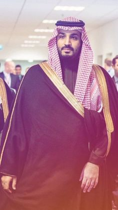 Britain's Queen Elizabeth II welcomed Saudi Crown Prince Mohammed bin Salman on Wednesday . Mohammed bin Salman arrived in the united kingdom on Tuesday night time, and is anticipated to spend 3 days in the UK ,that is his first visit to Britain since t Prince Mohammed, Arab Men, Queen Elizabeth Ii, Saudi Arabia, Cool Photos, Interesting Photos, About Uk, Night Time, Britain