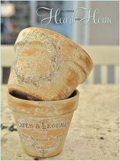 French-inspired terra cotta flower pots with decoupage. Then you can spray them with a matte top coat to seal. Large Flower Pots, Terracotta Flower Pots, Plastic Flower Pots, Terra Cotta, Dollar Store Crafts, Dollar Stores, Vasos Vintage, Garden Frogs, Deco Nature