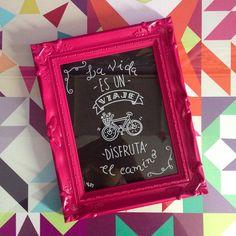 "Rachel Moya no Instagram: """"La vida es un viaje, disfruta el camino"" 🚴🏼♀️Simples assim! Hand made ✍🏻 #handmade #chalkboard #feitoamao #framed #framedart #art #arte #lousa…"""