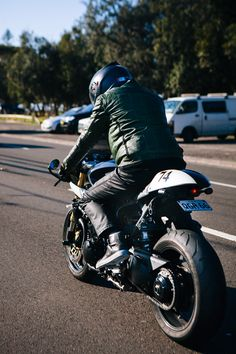 The Flashback – Daniel's Triumph Speed Triple – Throttle Roll