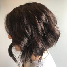 Find out why it's the most popular choice of bob this season. Take a look at these pictures of layered bob with bangs! Long Angled Bob Hairstyles, Cute Bob Haircuts, Asymmetrical Bob Haircuts, Bob Hairstyles For Fine Hair, Haircut For Thick Hair, Line Bob Haircut, Stacked Bobs, Bobs For Thin Hair, Trending Haircuts