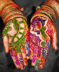 Here is a beautiful colored henna hand design that would be perfect for a special occasion! I am a huge fan of colored henna as it can many any dull design come alive and dance before your eyes. Henna Mehndi, Henna Art, Indian Henna, Henna Belly, Mehndi Art, Ethno Style, India Colors, We Are The World, World Of Color