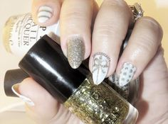 Gold Sparkle Nails with Glittery Accent Bow