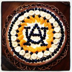 But do a Virginia Tech (VT) theme for Flavia! An auburn themed fruit pizza for Rachel's farewell party! Auburn Cake, Sweets Recipes, Snack Recipes, Fruit Pizzas, Goodbye Party, Be Design, Game Day Snacks, Tailgate Food, Auburn University