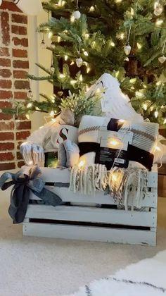 Homemade Gift Baskets, Housewarming Gift Baskets, Diy Gift Baskets, Homemade Gifts, Diy Gifts, Holiday Gift Baskets, Gift Baskets For Kids, Homemade Housewarming Gifts, Diy Christmas Baskets