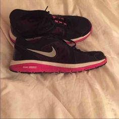 Nike tennis shoes Worn few times but still in great condition. Nike Shoes Athletic Shoes