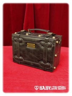 Alice and the Pirates Plate trunk bag