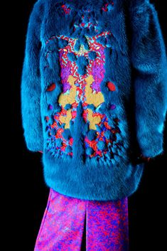 A Firm Believer – Embellished Talk faux fur blue coat Couture Details, Fashion Details, Look Fashion, Fashion Art, High Fashion, Fashion Outfits, Womens Fashion, Fashion Design, Fashion Textiles