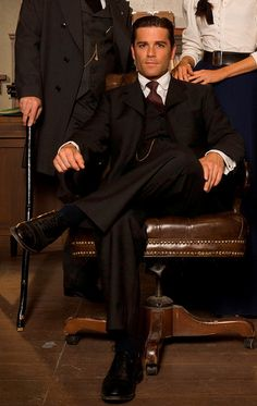Does anyone else think this looks like a pose from the Godfather? set in Canada early Chris Halliwell, Murdock Mysteries, Detective Series, Amazing Race, Period Dramas, Best Tv, Favorite Tv Shows, Beautiful Men, Movie Tv
