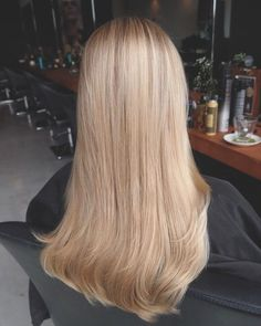 The 74 hottest blonde hair seems to be copying this summer .- The 74 hottest blonde hairs seem to be copying this summer Ecemella … – – Sandy Blonde Hair, Blonde Hair With Roots, Blonde Hair Looks, Light Blonde Hair, Blonde Hair With Highlights, Platinum Blonde Hair, Balayage Ombré, Balayage Hair Blonde, Champagne Blonde Hair