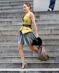 Do have a look at the famous #fashion quotes by #CarrieBradshaw!The right bag can make an outfit