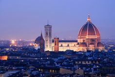 Florence by Carla Coulson taken in winter Have you ever wondered how to shoot the blue hour – that magic twilight when the sun has set but the night is yet to fully descend? I have shot the blue hour over and over again and. Types Of Photography, Photography Ideas, Blue Hour, Tuscany, Amazing Art, Paris Skyline, The Good Place, Traveling By Yourself, Taj Mahal