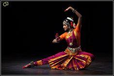 Bharatanatyam : Ragashree Komandur Shiva, International Dance, Hindu Culture, Indian Classical Dance, Mudras, Indian Photoshoot, Bollywood Couples, Dance Movement, Dance Poses