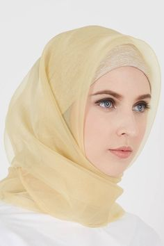 PRETTY MUSLIMAH Beautiful Muslim Women, Beautiful Hijab, Beautiful Eyes, Hijabi Girl, Girl Hijab, Hijab Dress, Hijab Outfit, Bridal Hijab, Muslim Beauty