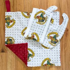 Love this Harry Potter gift set! The customer asked me to make a bib and burp cloth to match the lovey blanket that was already for sale in the shop. Harry Potter Gift Set, Lovey Blanket, Clothes Line, New Baby Gifts, Burp Cloths, Baby Bibs, Hogwarts, Shop, How To Make
