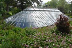 A sunken jungle – Ascog Hall Fernery – Naturanaute Underground Greenhouse, Home Greenhouse, Garden Buildings, Garden Structures, Indoor Garden, Vegetable Garden, Sustainable Farming, Earthship, Diy Garden Decor
