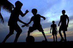 10 melhores imagens de antigas | Chuteiras, Futebol e Osklen