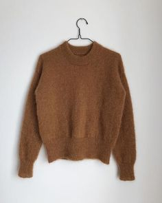 Ravelry: Stockholm Sweater pattern by PetiteKnit two strands mohair together Sweater Knitting Patterns, Knit Patterns, Diy Tricot Pull, Raglan Pullover, Ravelry, Budget Planer, Mohair Yarn, Knit In The Round, Stockinette