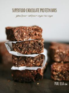 Superfood Chocolate Protein Bars : gluten-free, nut-free, vegan, low sugar #glutenfree #vegan #proteinbars
