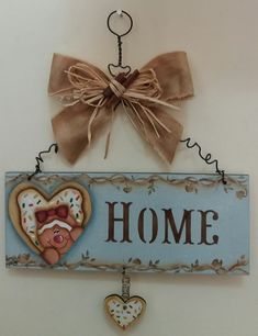 Country painting on mdf board with fabric application, annealed wire, coast straw and cinnamon stick. Beautiful for your kitchen door. Decoupage Vintage, Decor Crafts, Diy And Crafts, Butterfly Invitations, Americana Crafts, Gingerbread Crafts, Wood Craft Patterns, Crafts With Pictures, Country Paintings