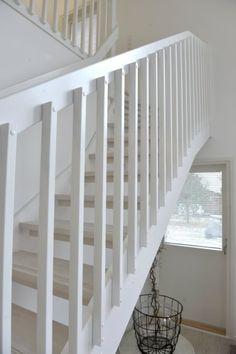Puuportaat, maalatut valkoiset portaat, kuvia porrasmalleista | Tähtiporras Oy