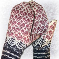 365 things you can knit: Lovely mittens. Double Knitting Patterns, Knitted Mittens Pattern, Knitted Slippers, Knit Mittens, Knitted Gloves, Knitting Socks, Hand Knitting, Norwegian Knitting, Knitting Accessories