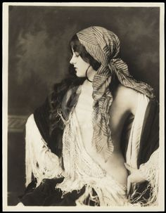 Ziegfeld girl Virginia Biddle, by Alfred Cheney Johnston