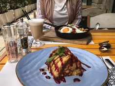 Și ce dezmăț ������#foodporn #casualfoodandfun #foodphotography #photography #social1 #morning #inspiration #pancakes #food❤️️ #socialmedia  #foodie #food�� #dayslikethis #photooftheday #foodgasm #vsco #lunch #nomnom #foodandtravel #eatandtravel #travelgram #travel #instamood #foodgasm #foodies  #ig_mood #lifestyle #coktail #shotzdelight #casualoutfit #adidas http://tipsrazzi.com/ipost/1520257487970205809/?code=BUZCiFxl4Bx